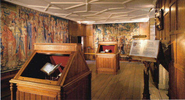 Sala onde ficam expostas tapeçarias Tudor e um dos mais famosos livros de orações de Ana Bolena.