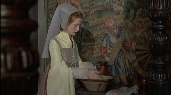 Jane Seymour higienizando suas mãos no filme Henry VIII and his six wives de 1972 da BBC.