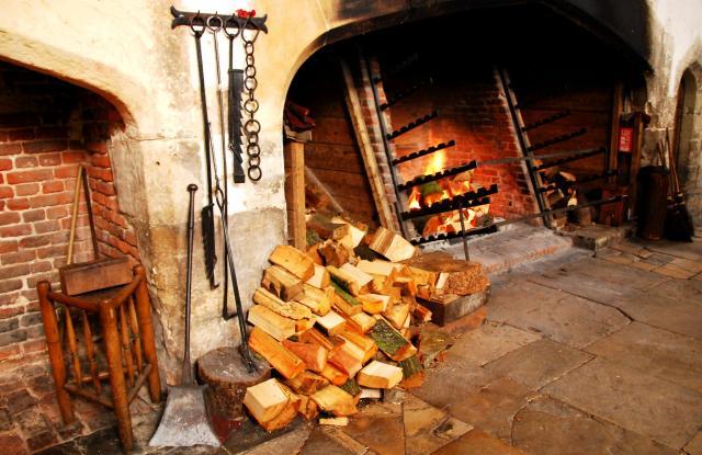 Grelhas onde a carne é assada. Foto por: gallery.nen.gov.uk