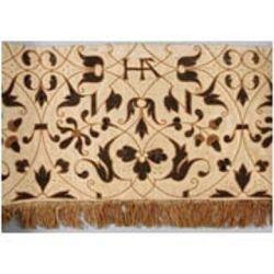 Cortinas de cama com o emblema de bolotas e madressilvas de Ana.